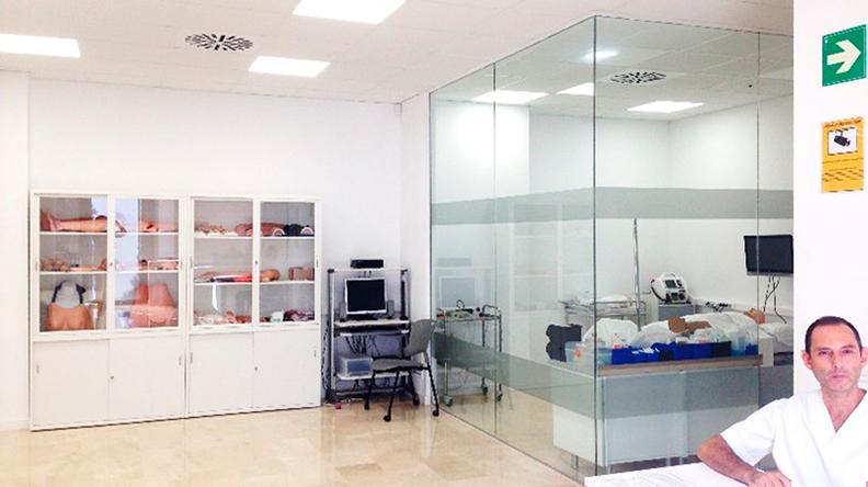 Aula de cuidados de enfermería Universidad Europea de Valencia - Box de pacientes críticos